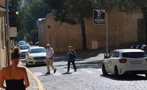 La implantación de pasos de peatones en Doctor Velasco refuerza la seguridad