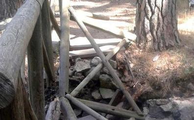 Encuentran desmontada una pasarela de los Montes de Valsaín