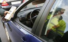 Investigan a un hombre por conducir bebido y colisionar con otros cuatro vehículos estacionados en Ávila