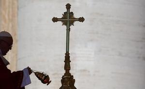 Francisco reconoce que la Iglesia «abandonó a los pequeños» frente a la pederastia