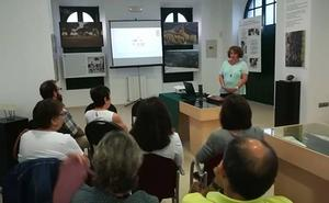 Presentan la página web de la estación de encuentro Jaime Gil de Biedma y la Nava