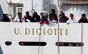 Salvini bloquea en Catania el desembarco de los 177 inmigrantes rescatados por un barco italiano