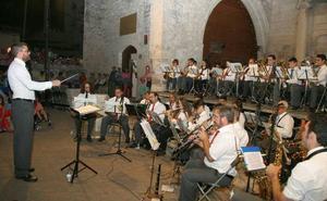 Los sones del 'A por ellos' con la Banda Municipal anuncian las fiestas