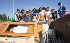 La joven cuadrilla rondillera del reciclaje