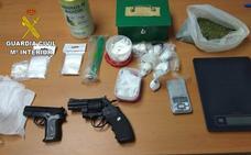 Detienen a dos personas e investigan a otra en Toro por tráfico de drogas