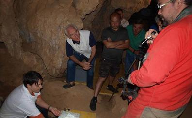 La Cueva de Guantes acogerá este domingo una jornada de arqueología para sordos