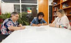 El Ayuntamiento de Valladolid firma un convenio con la Asociación de Mujeres 'La Rondilla' para la cesión de una vivienda municipal