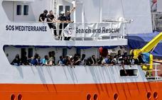España lleva a Bruselas un «mecanismo estable» en la UE para acoger inmigrantes como los del Aquarius