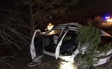 Dos jóvenes heridas tras salirse de la carretera y golpearse con un quitamiedos en Portillo