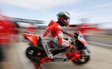 El asfalto de Silverstone pone patas arriba MotoGP