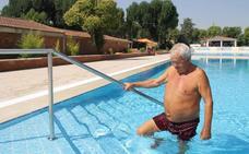 Más accesibilidad en las piscinas locales