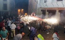 El toro de fuego y un desayuno para 400 vecinos elevan el ritmo festivo en Alba de Tormes