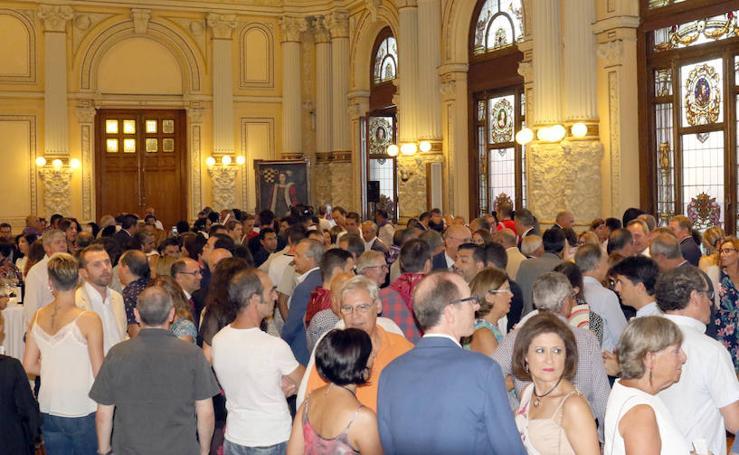 Asistentes al pregón de Pérez Gellida en el Ayuntamiento de Valladolid