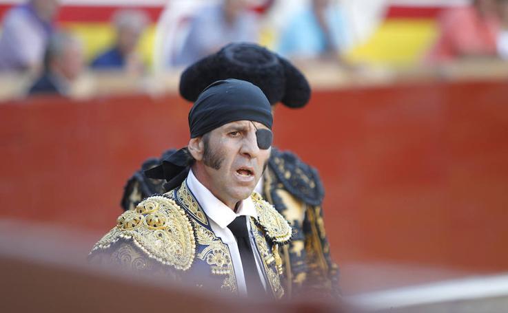 Juan Jose Padilla se despide de la plaza de toros de Palencia