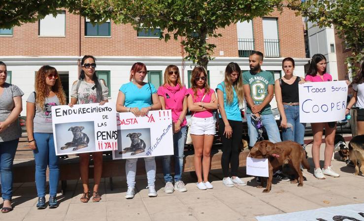 Protesta en Santovenia por la muerte del perro Cooper