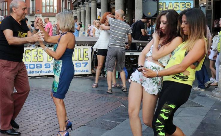 Los vallisoletanos se vuelcan con los bailes de salón en Fuente Dorada