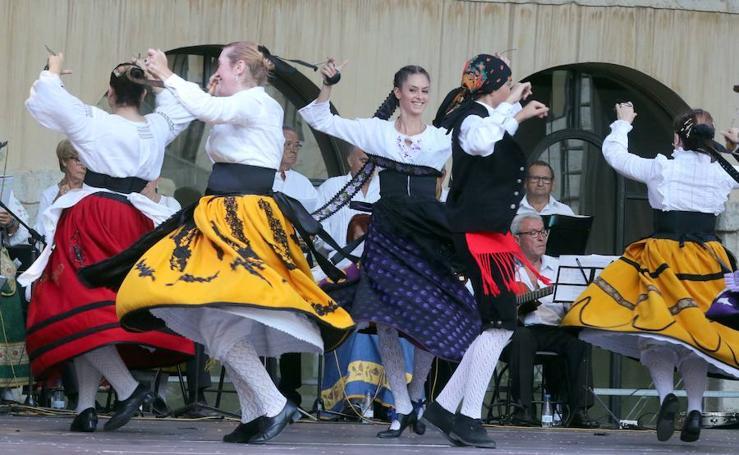 Bailes regionales en San Benito