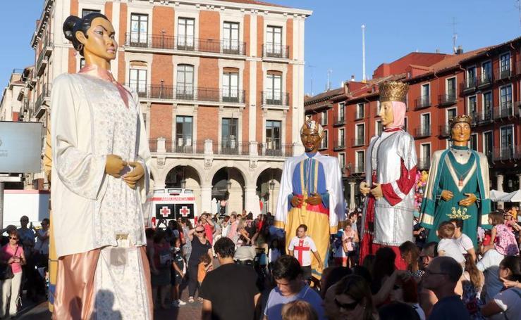 Los más pequeños se divierten con los Gigantes y Cabezudos en Valladolid