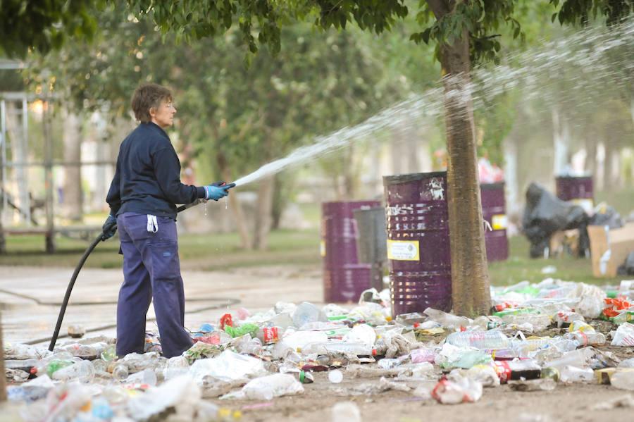 La primera noche de ferias deja seis intoxicaciones etílicas y un manto de basura en Las Moreras
