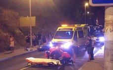 Un joven resulta herido al sufrir una caída con su moto en la calle San Gabriel