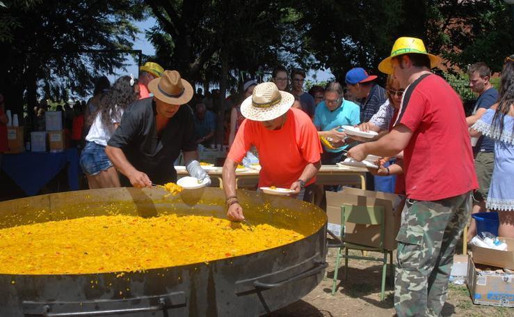 Los vecinos de El Cerro despiden sus fiestas con una paella popular
