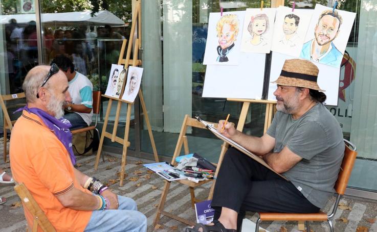 Caricaturistas en el paseo central del Campo Grande