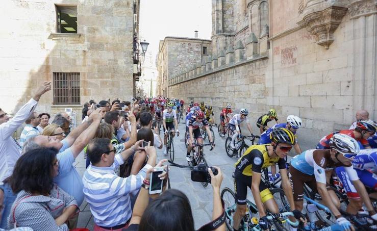 La Vuelta a España recorre el casco urbano de Salamanca