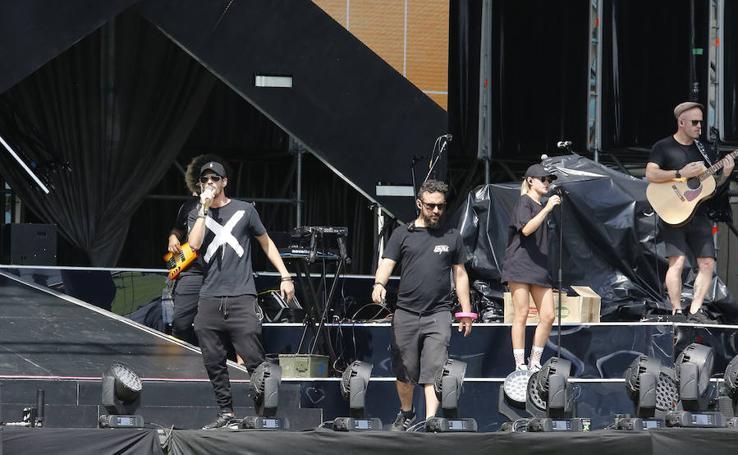Colas antes del concierto de Maluma
