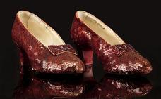 El FBI recupera los zapatos rojos de 'El mago de Oz' trece años después de su robo