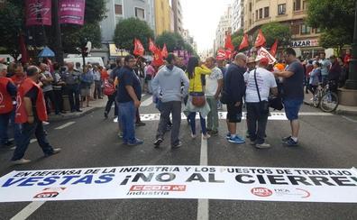 Todo León, representado por 20.000 personas a pie de calle, se une en un único grito: «Vestas no se cierra»