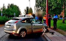 Un conductor que triplicaba la tasa de alcohol se empotra contra una farola en Daniel del Olmo
