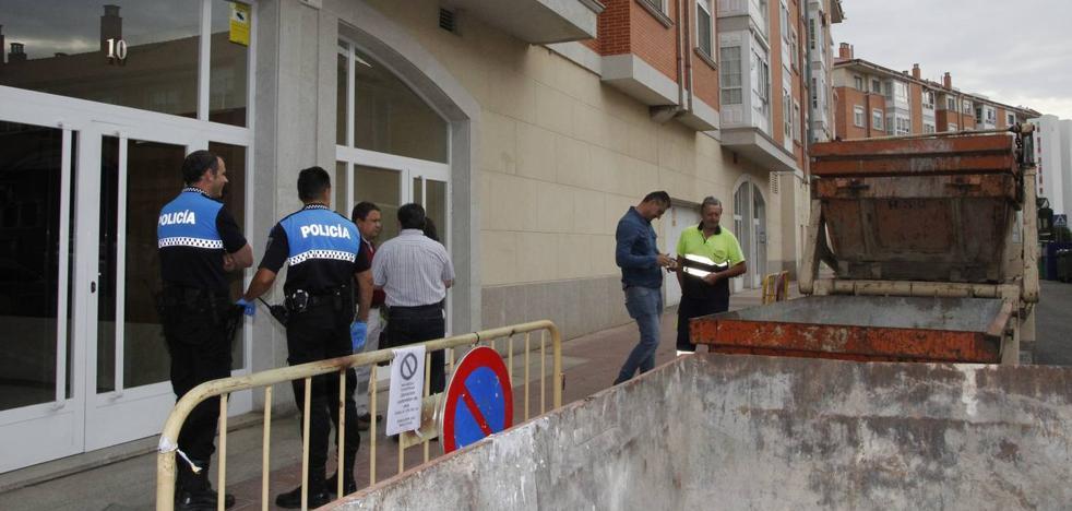 El sosiego regresa a la calle Esla de Laguna tras vaciar el piso «conflictivo»