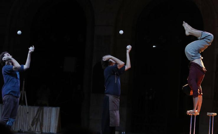 Espectáculo de circo contemporáneo en la Plaza Mayor de Palencia
