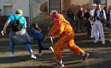 El chiborra llena de color las calles de Cisneros