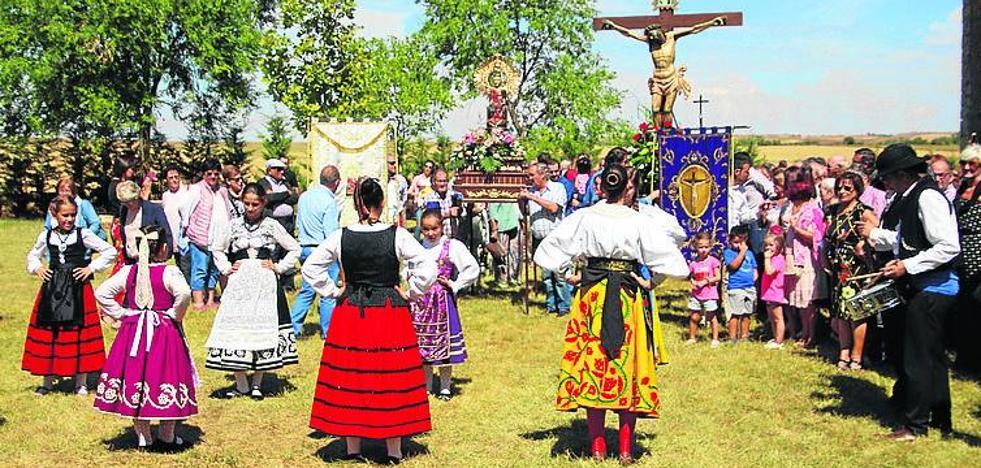Rioseco festeja el Cristo de Castilviejo tras la tromba que inundó la ermita