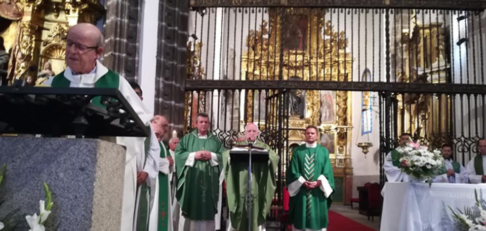 Los dos nuevos párrocos de Arévalo tomaron el relevo el domingo