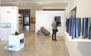 Nueve artistas becados exponen su obra en el vestíbulo de las Cortes de Castilla y León