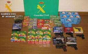 La Guardia Civil interviene 8.950 petardos y siete pistolas de bolas en Palencia