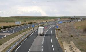 Fomento avanza en la renovación de 11 kilómetros de la A-67 entre Villaprovedo y Herrera