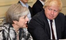 Johnson asegura que apoya a May pero rechaza su plan para el Brexit