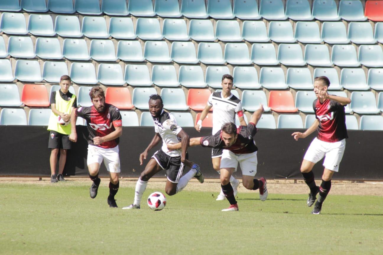 El Salamanca CF UDS logra la primera victoria de la temporada en un partido 'loco' (4-3)