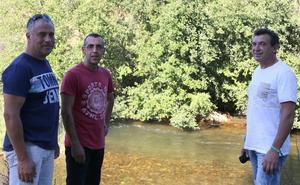 La vida de un niño se abre paso entre las aguas del Carrión gracias a estos tres hombres