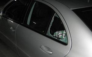 Detenido tras fracturar la ventanilla de un vehículo para robar en su interior