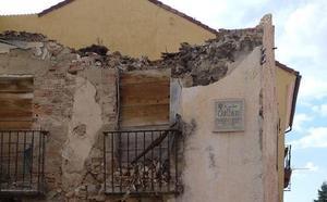 El Real Sitio restringe el paso por una calle ante el peligro de derrumbe de un edificio