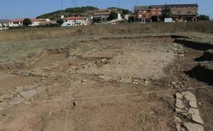 Hallan un mosaico romano en el yacimiento de Huerta Varona de Aguilar