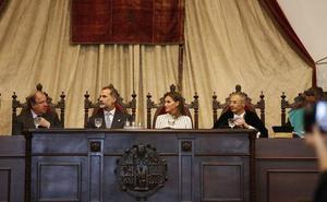 Felipe VI defiende una universidad con «capacidad crítica y libertad académica»