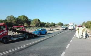Accidente entre una camioneta, un camión y dos turismos a la altura de Vega Sicilia en Valladolid