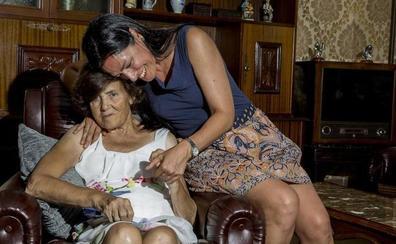 «Fue una punzada la primera vez que mi madre no me reconoció por el alzhéimer»