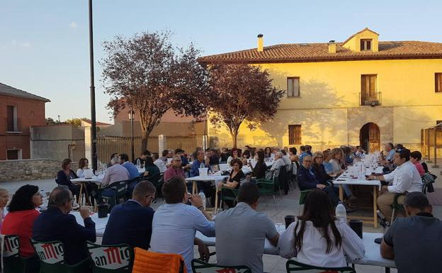 Cata multitudinaria de vinos de la DO Cigales en el Parque Municipal en 2017.