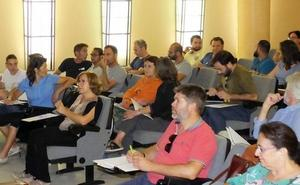 Medio centenar de empresarios reciben formación en astroturismo